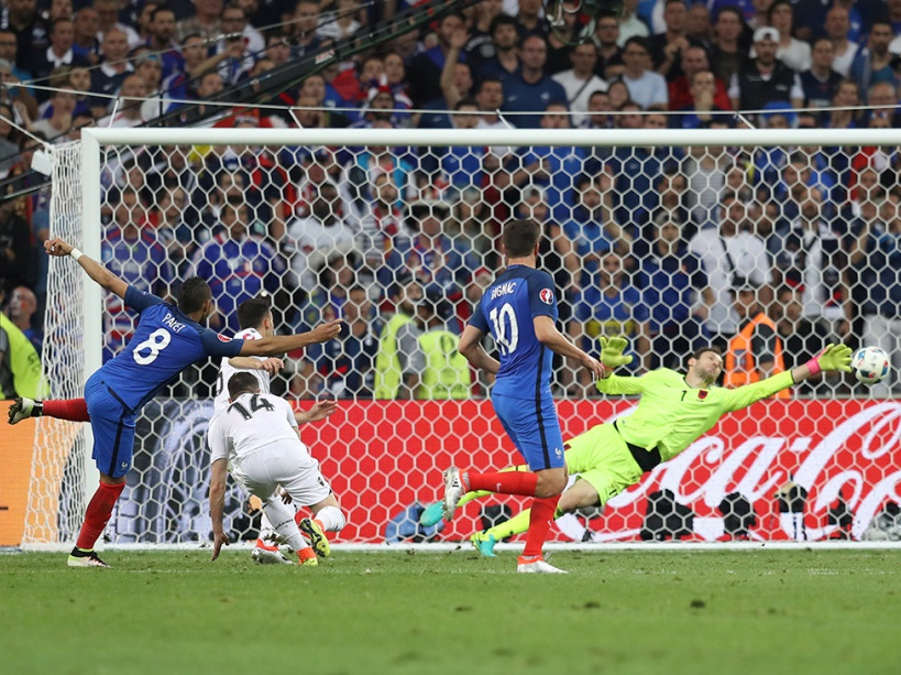 France's forward Dimitri Payet shoots to score France's second goal during the Euro 2016 group A football match between France and Albania at the Velodrome stadium in Marseille on June 15, 2016. France beat Albanian 2-0. / AFP PHOTO / Valery HACHE